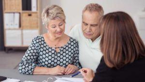 Ehepaar errichtet einen Ehevertrag