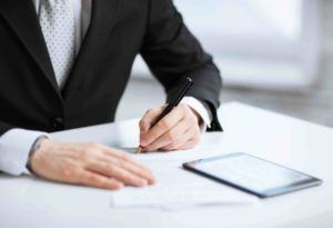 Anwalt erstellt einen Gesellschaftsvertrag