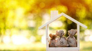 Holzhaus mit Geldsäcken drin