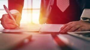 Anwalt errichtet einen Schenkungsvertrag