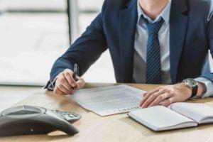 CEO unterzeichnet Unternehmenskaufvertrag