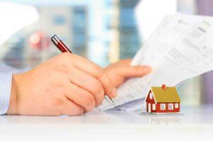 Vertrag für Immobilie wird unterschrieben