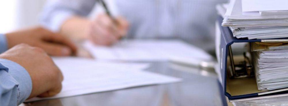 Vertrag wird für Hauskauf errichtet
