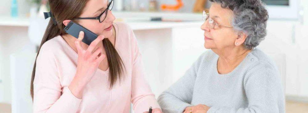 Tochter erstellt eine Vorsorgevollmacht für alte Dame